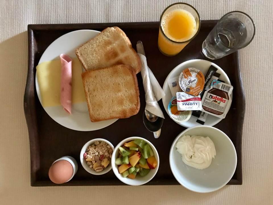 Lotza_breakfast